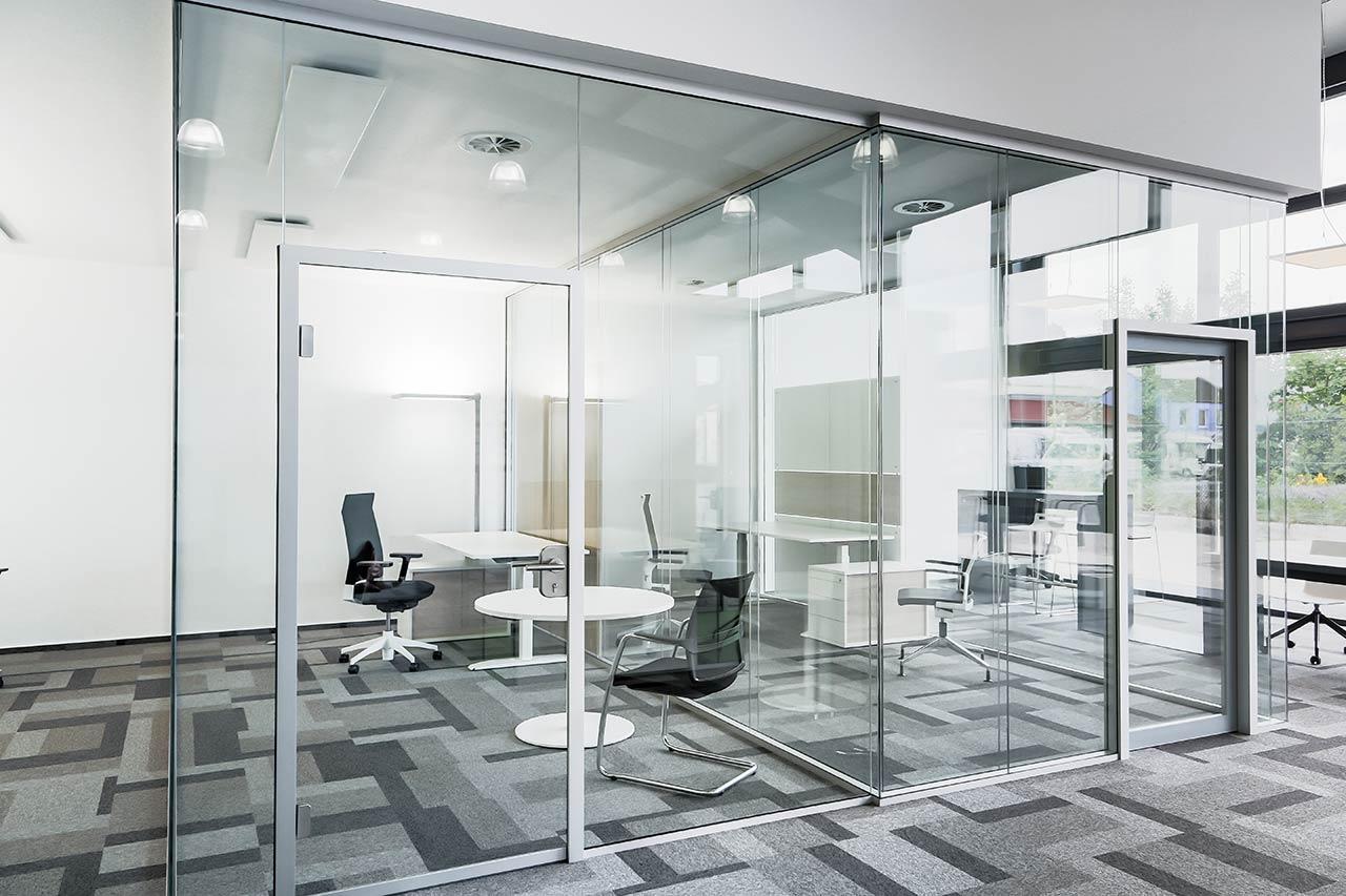 Bueroraumplanung Einzelbüro Glaswand