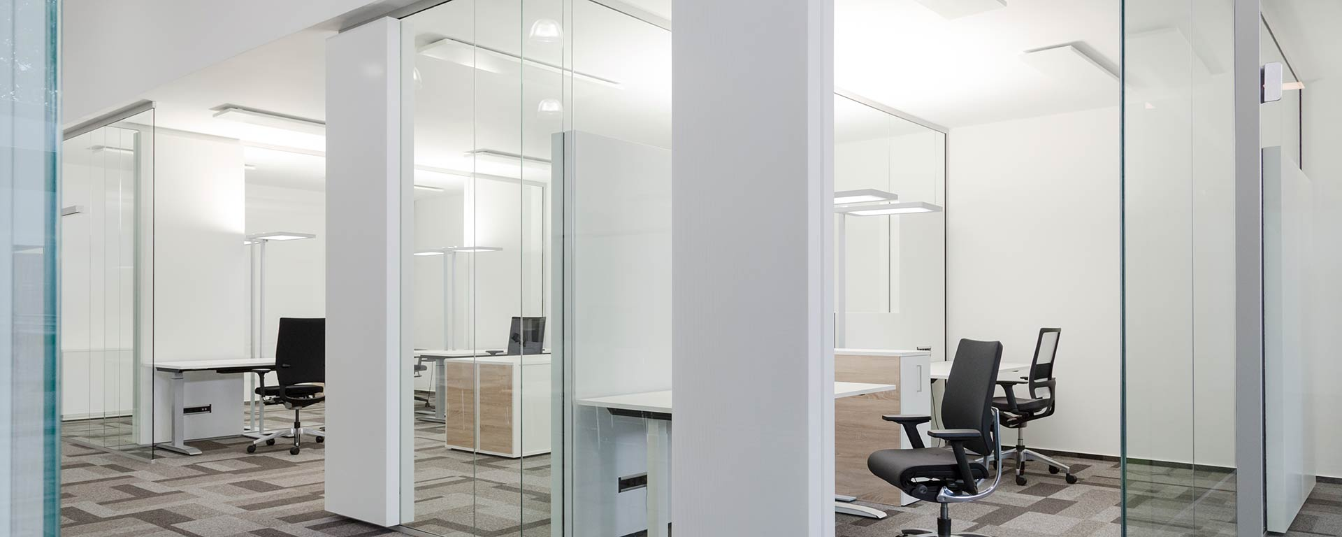 Glass acoustic system for peace and quiet in the office