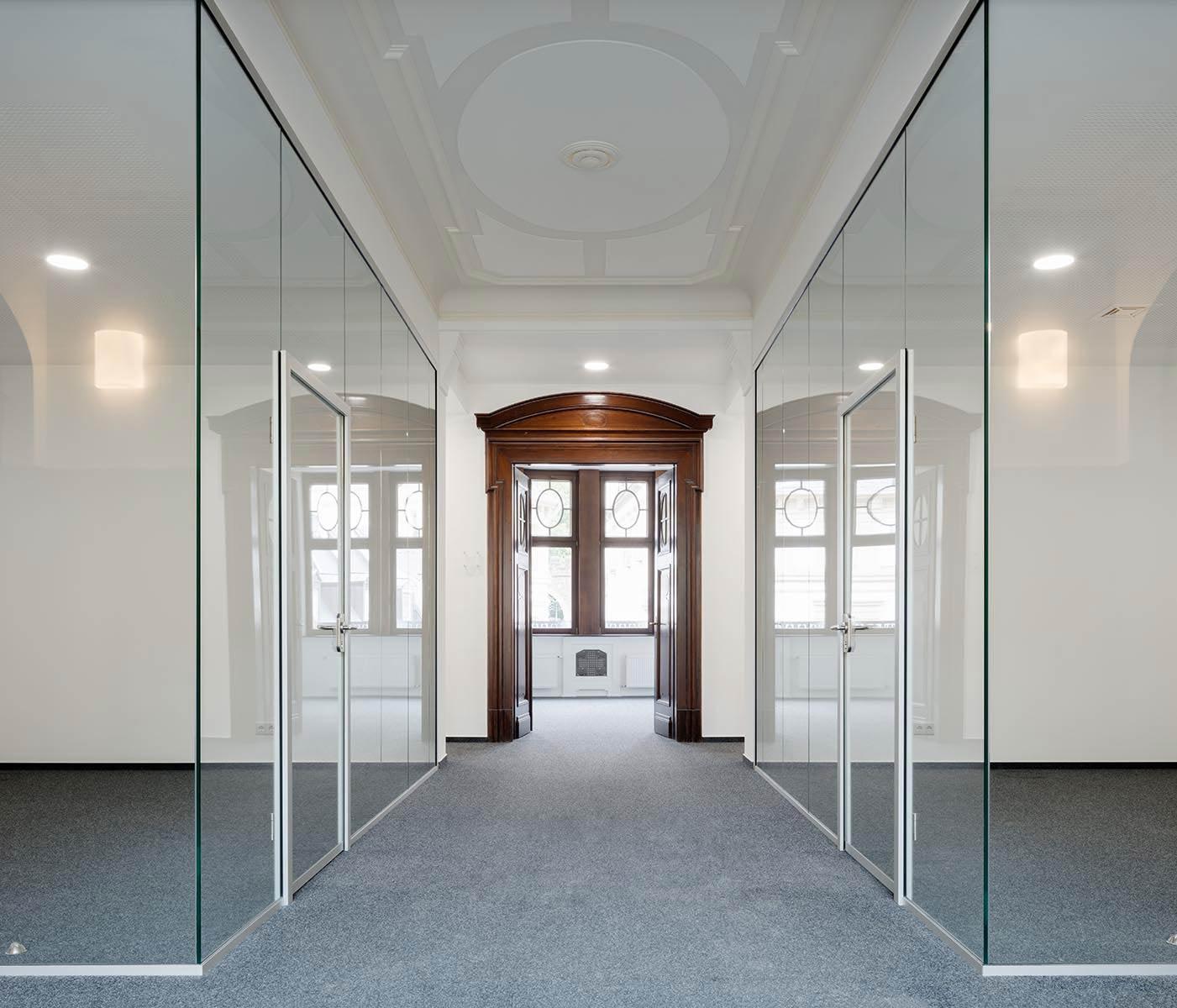 Glaswand soloVETRO Pressehaus Wiesbaden