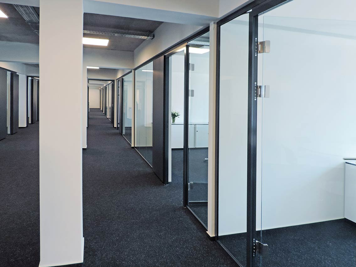 Glasakustik System aus Glaswand und Ruhemodul