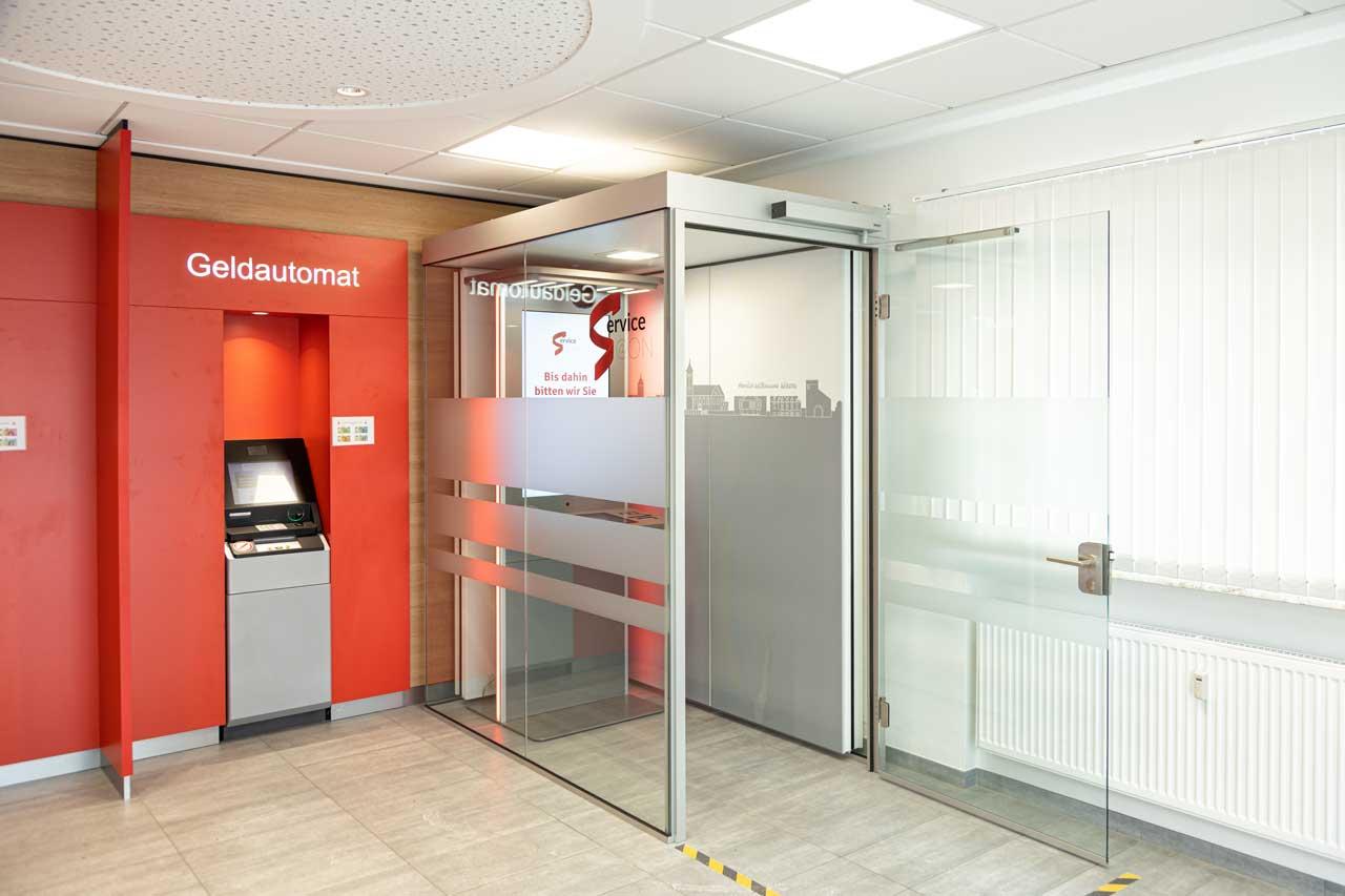Raum-in-Raum System im SB Bereich der Bank