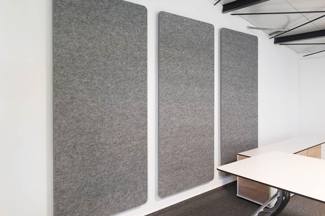 peTEX Absorber lassen sich auch an Wänden installieren.
