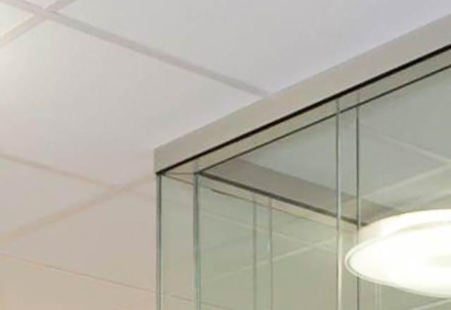 Glaswand doppelt verglast Deckenanschluss