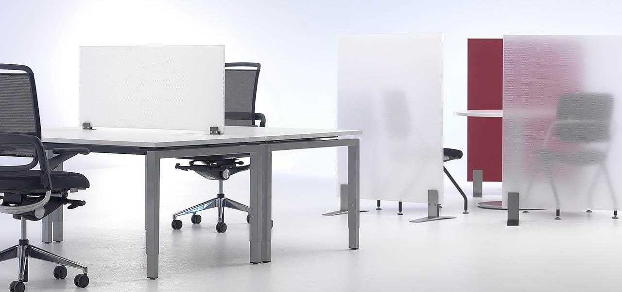 Akustikschirm als transparenter Tischaufsatz