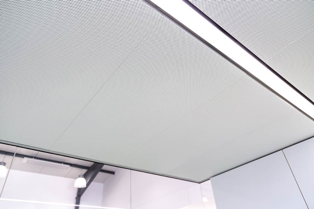 Think Tank with acoustically effective ceiling